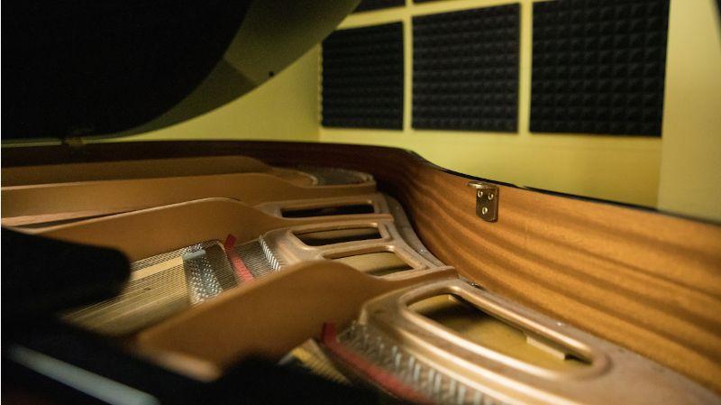 studio-128 800x450